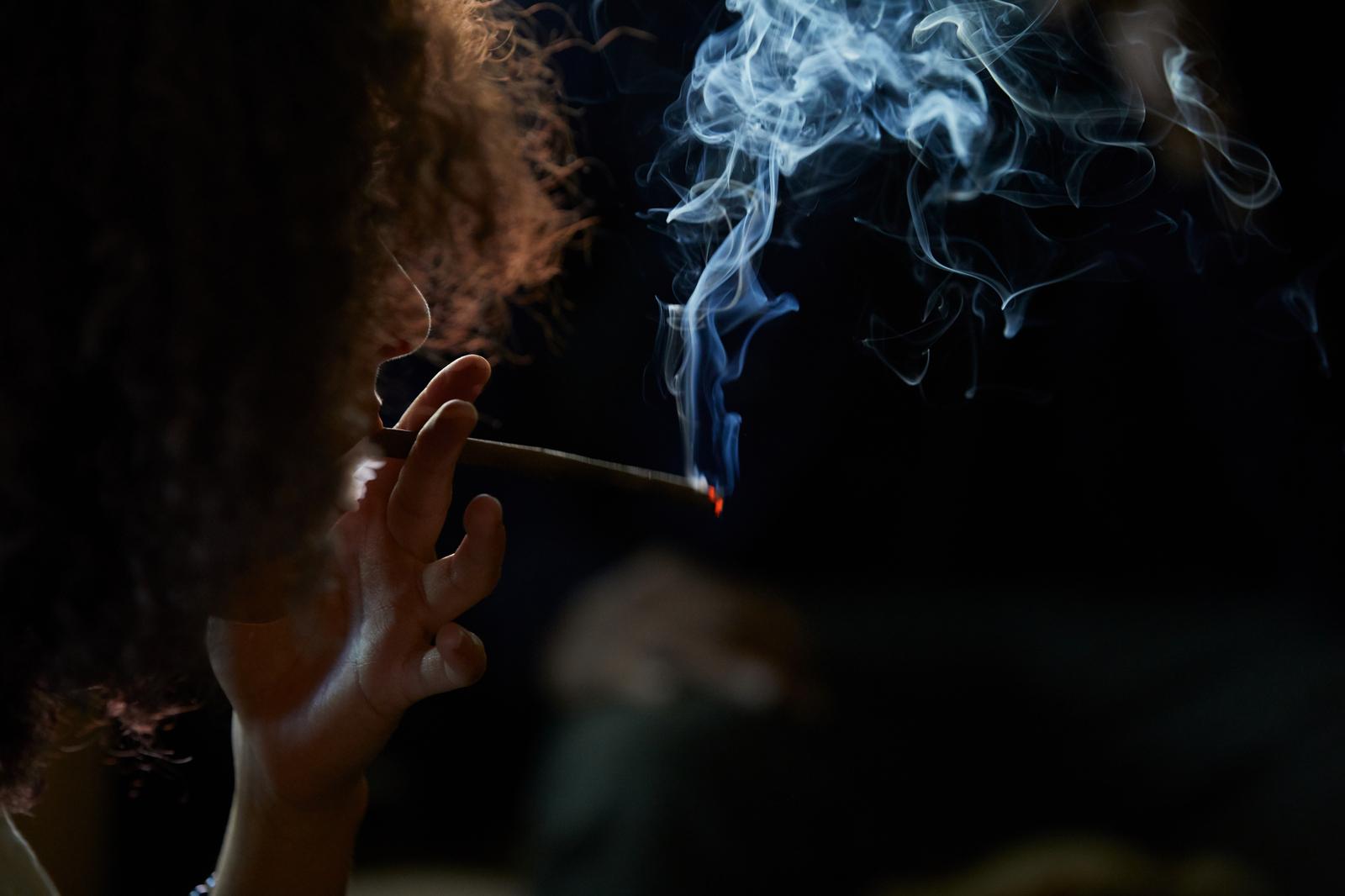 smoking blunt